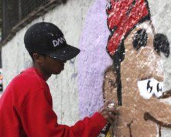 Muro da escola ganha grafite